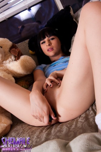horny ts bailey jay dildoing